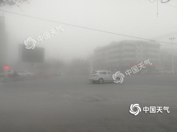 今春最强沙尘袭新疆沙尘预警再次升级