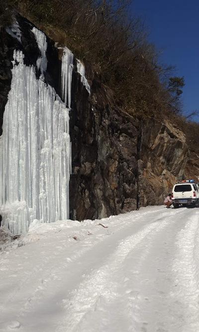冰雪覆盖的大明山雷达站