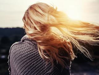 冬天头发最易受伤 晾干再出门