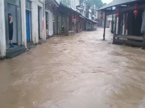 强降雨袭江西 多地积水严重
