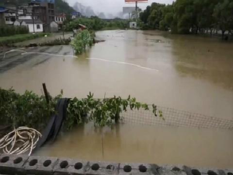 广西强降水持续 多处道路塌方