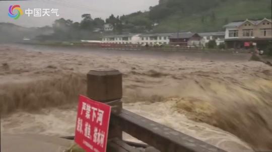 雅安市暴雨致多地发生内涝灾害