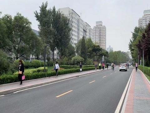 北京今日户外体感微凉 秋意渐浓