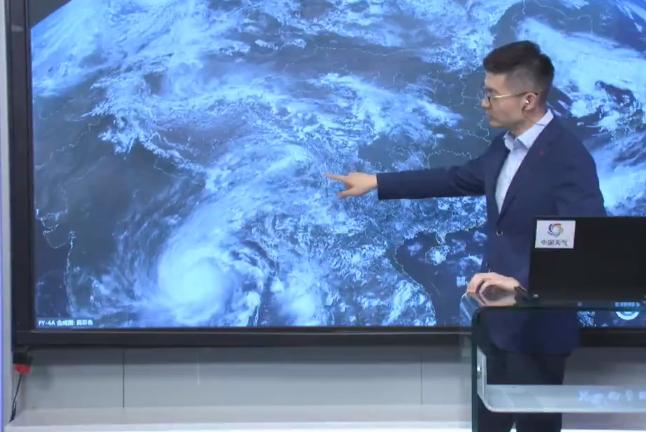 北印度洋 特强气旋风暴正在向北移动