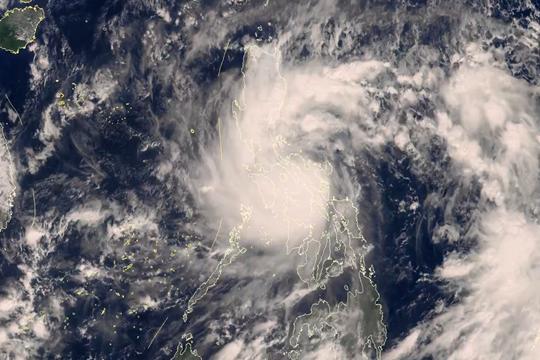"""星眼看地球:台风""""天鹅""""将进入南海"""
