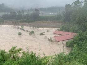 四川雅安芦山县遭遇大暴雨 房屋被淹几乎没顶