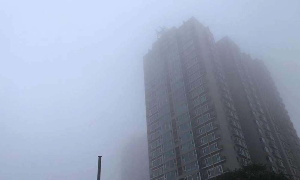 北京今晨出现大雾 局地能见度不足50米