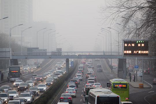 """北京 """"雾锁""""早高峰 境内多条高速封闭"""