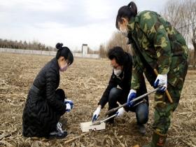 辽宁气象部门开展今年首次人工测墒 为春耕春播保驾护航