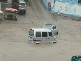广西河池及柳州部分县市遭遇暴雨 引发严重内涝