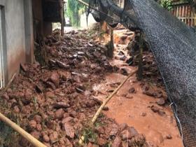 四川雅安:强降雨致泥石流等次生灾害 多处房屋受损