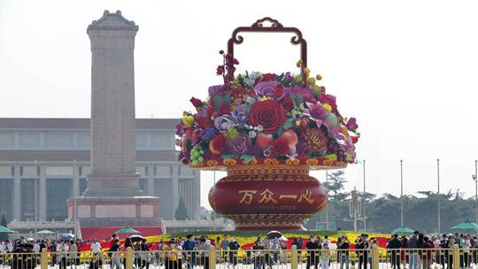 迎国庆 北京长安街主题花坛亮相