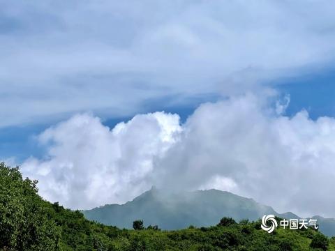 蓝天白云映青山 北京长峪城风景如画
