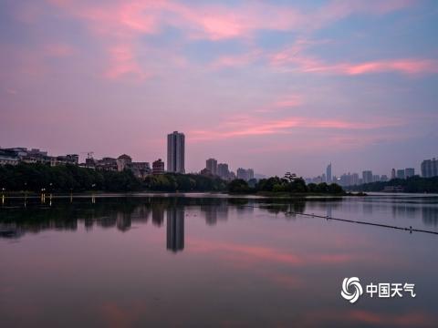 橘粉色的天空 广西南宁朝霞绚丽