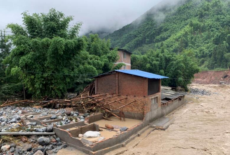 四川汶川发生泥石流致人员伤亡