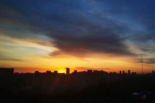 北京太阳初升 光芒万丈衬朝霞