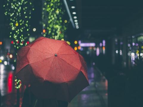 北京:雨继续下 还好身边有你