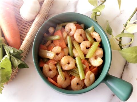 脆嫩鲜美的低脂餐——西芹百合炒虾仁